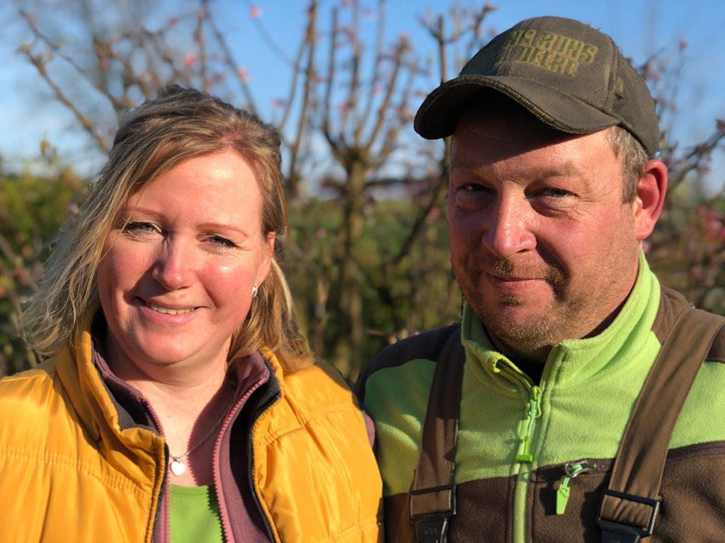 Dirk und Stefanie Holberg auf ihrem Bauernhof in Radevormwald